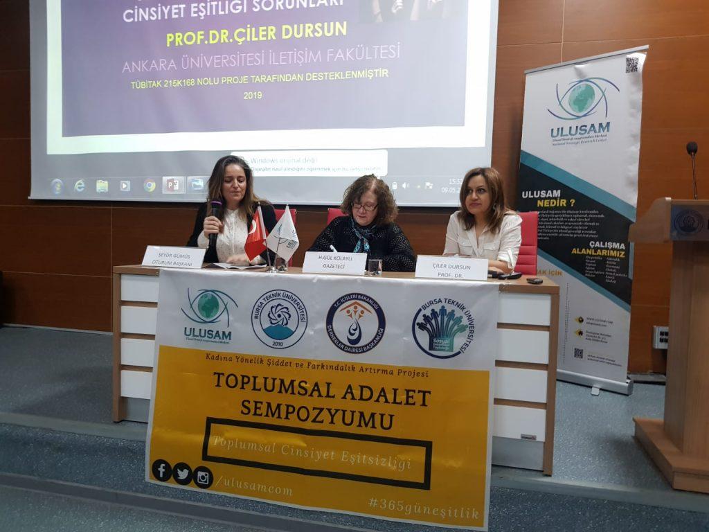 """TAS19 3. Oturumu """"Medya Üretiminlerinde Cinsiyetçi Söylem"""" başlığı ile Şeyda Gümüş'ün başkanlığında, Prof. Dr. Çiler Dursun ve Gazeteci H. Gül Kolaylı'nın konuşmaları ile gerçekleştirildi."""