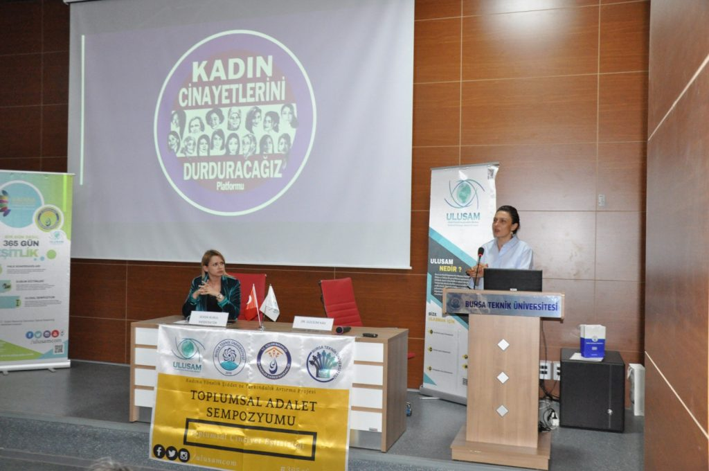"""TAS19 Konferans Oturumu """"Sivil Toplumda Kadının Mücadelesi"""" başlığı ile Sevda Kurul'un moderatörlüğünde, Dr. Gülsüm Kav'ın konuşması ile gerçekleştirildi."""